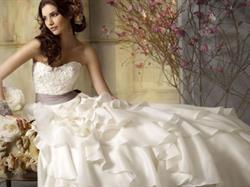 تفسير حلم أن شخص هداكي فستان زفاف وأنت عزباء