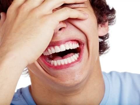 تفسير رؤية ضحك في المنام أو الحلم