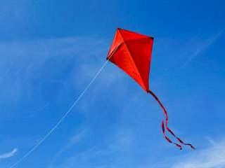 تفسير رؤية طائرة ورقية في المنام أو الحلم