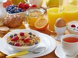 تفسير رؤية وجبة الإفطار في المنام أو الحلم