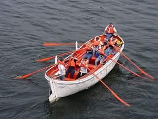 تفسير رؤية قارب نجاة في المنام أو الحلم