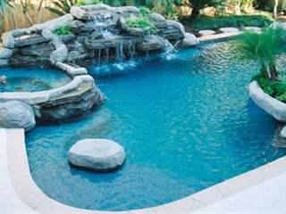 تفسير رؤية حوض السباحة في المنام أو الحلم