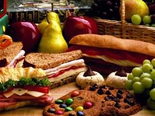 تفسير رؤية الطعام أو الأكل في المنام أو الحلم