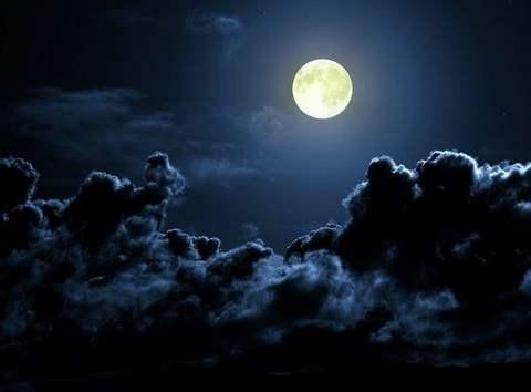 تفسير رؤية القمر في المنام أو الحلم