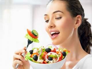 تفسير رؤية أكل أو تناول الطعام في المنام أو الحلم